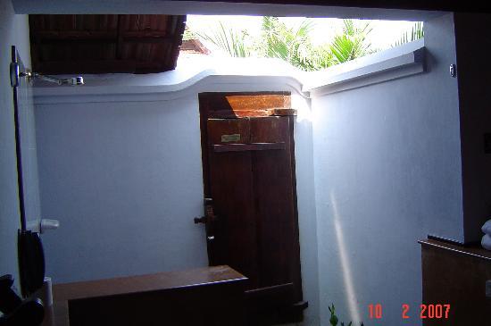 Open Air Shower/Bathroom - Picture of Kumarakom Lake ...