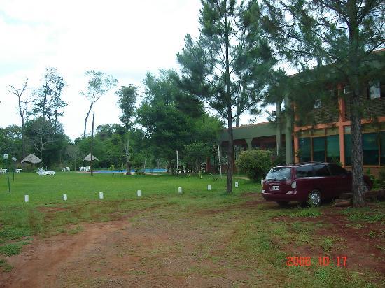 Hotel Carmen Iguazu: Ala Oeste y vista hacia el sector de piscina