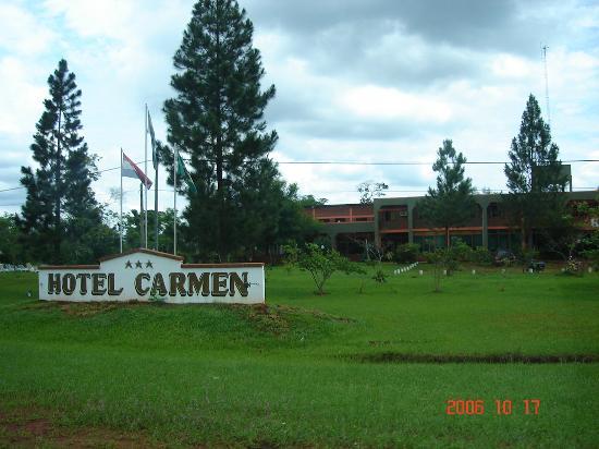 Hotel Carmen: Cartel de entrada visto desde la ruta