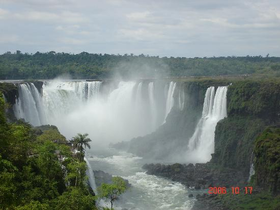 Hotel Carmen Iguazu: Vista de la Garganta del DIablo desde el lado Brasilero