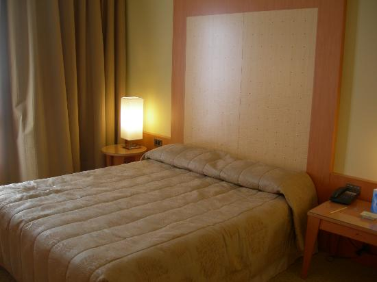 Grand Hotel de la Ville: the bed in our hotel room