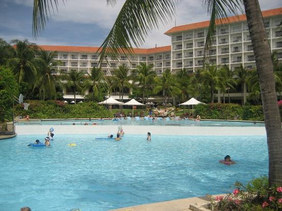 Shangri-La's Mactan Resort & Spa: View From Pool