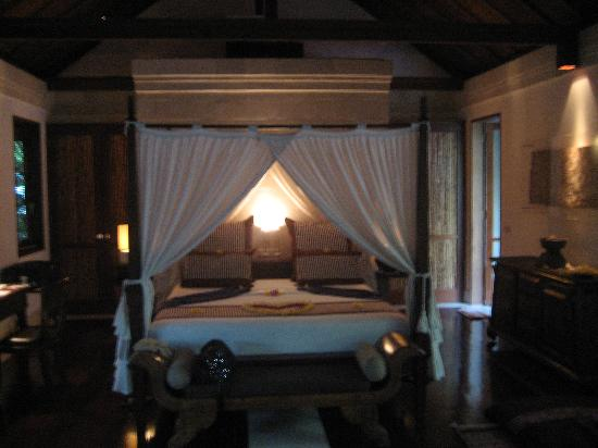Jamahal Private Resort & Spa : the bed