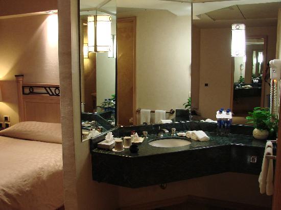 Grand Tikal Futura Hotel: Bath