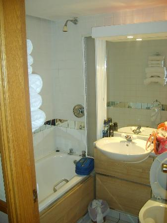 Mount Errigal Hotel: Ensuite bathroom