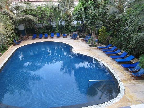 Billabong Hostel: The pool