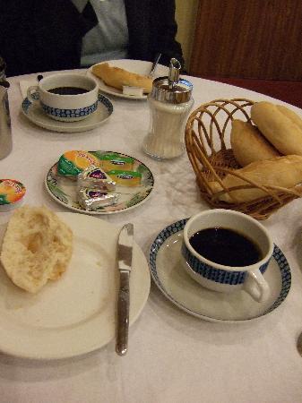 Pensao Residencial Antunes: Breakfast at the pensão