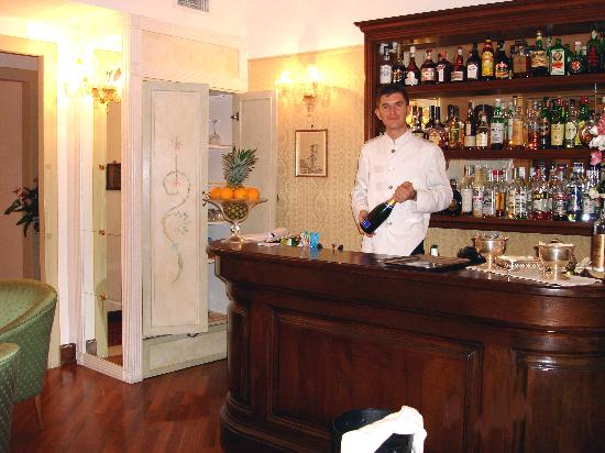 Hotel Tornabuoni Beacci : The bar