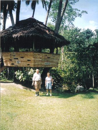 Valencia, Negros, Coconut Hut