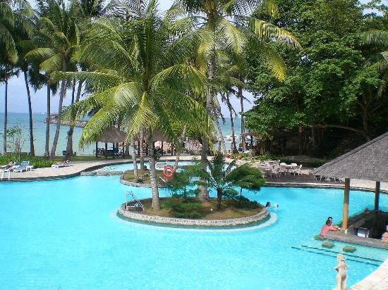 Turi Beach Resort: swimming pool right