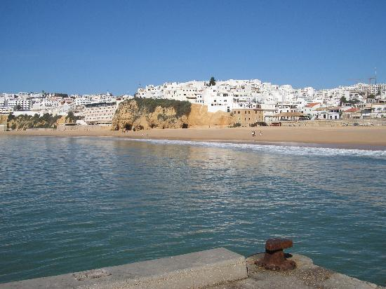 Grand Muthu Oura View Beach Club: Albufeira fishamans beach from the jetty