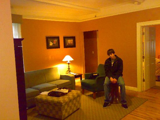 Best Western Plus Hospitality House: Large Living Room
