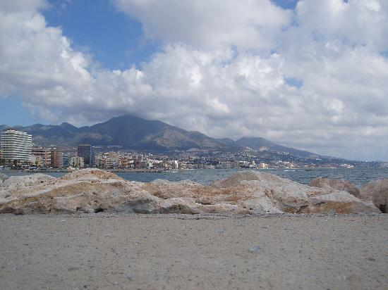 Fuengirola, Spanien: view from the marina, looking East