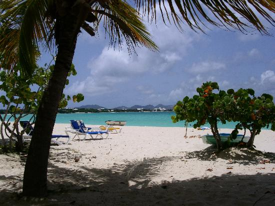 Anguilla Great House Beach Resort: Beautiful beach & spectacular view of St. Martin Mountains!