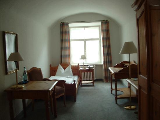 Posthotel Kolberbräu: Typical Room at Kolberbraeu