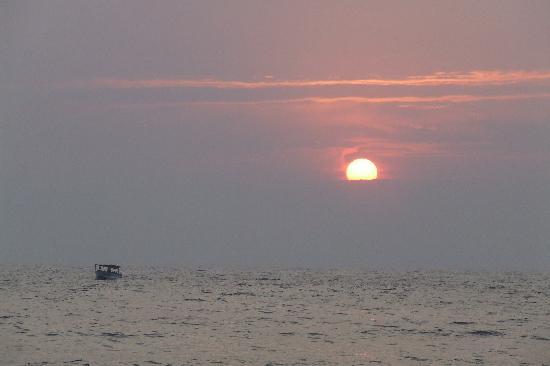 Candolim, Indie: sunset at baga