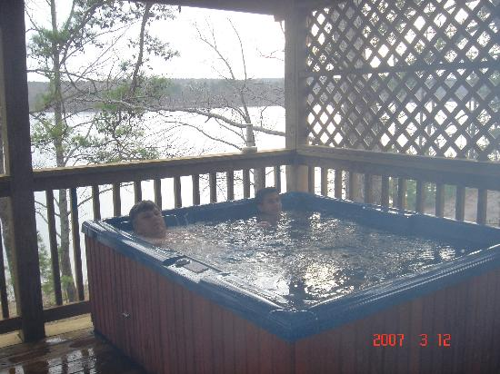 Murfreesboro, AR: My kids enjoying hot tub on porch at Self Creek Lodge