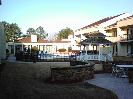 Courtyard Atlanta Norcross/Peachtree Corners: Courtyard Pool