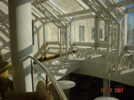 เรเนซองซ์ ซามารา: l'originale struttura di copertura della hall