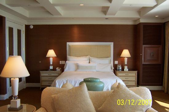 Diamond Hotel Executive Suite Room