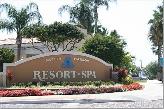 front entrance picture of safety harbor resort spa a. Black Bedroom Furniture Sets. Home Design Ideas