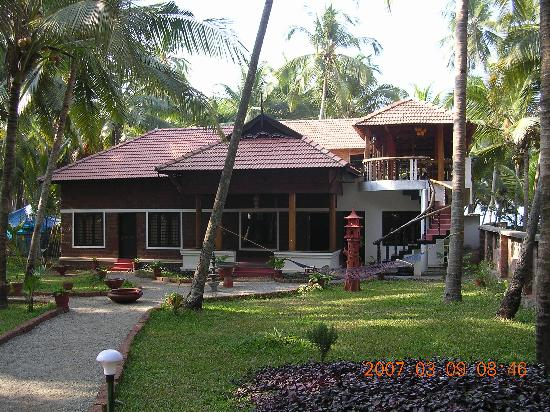 Kadaltheeram Ayurvedic Beach Resort: Main building, reception and restaurant