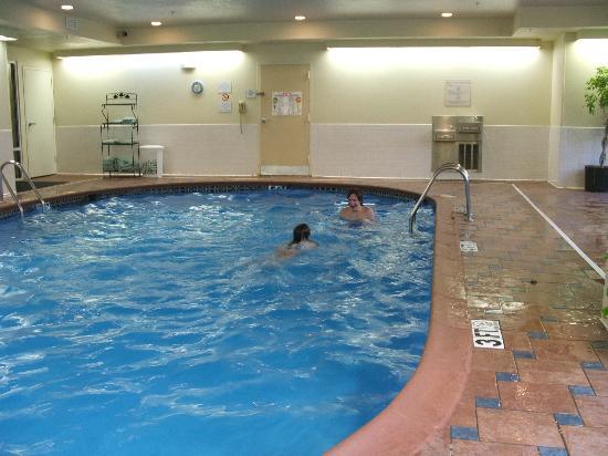 SpringHill Suites Bentonville: pool area