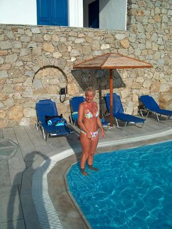 Mykonos Essence Hotel: Angela in piscina