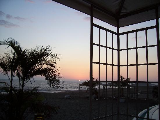 Casa Velas: sunset at the beach