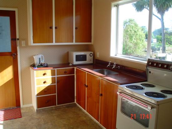 ويلوبانك موتيل: Kitchen, unit 8
