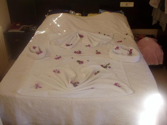 Manuela Hotel: Look what they did to the bed