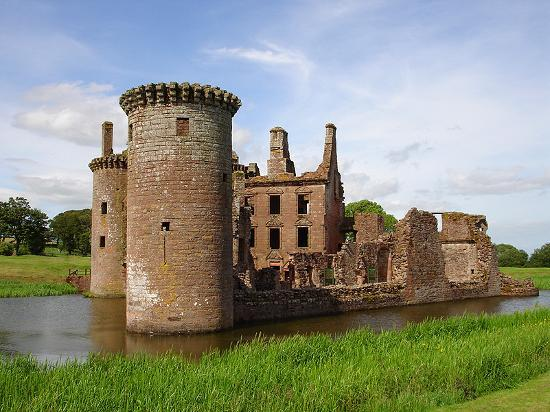 Дамфрис, UK: Caerlaverock Castle