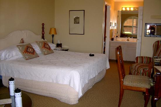 Red Mountain Resort: Deluxe room with king bed
