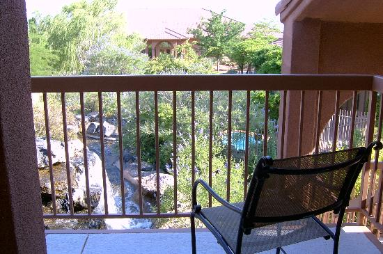 Red Mountain Resort: Shared balcony outside room