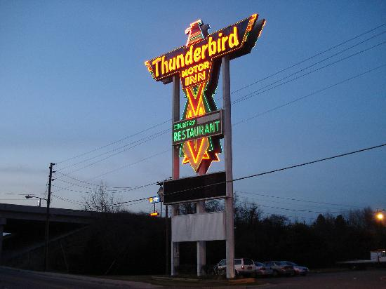Florence, Carolina Selatan: The infamous Thunderbird sign