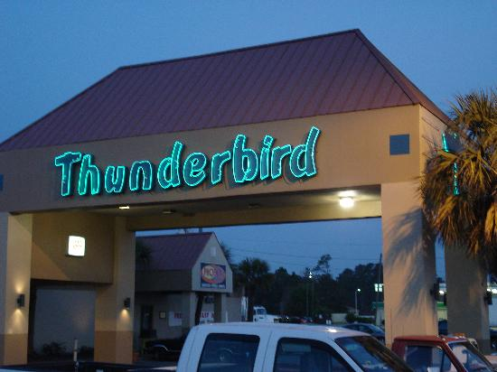 Thunderbird Inn: More neon lights and you pull next to the lobby