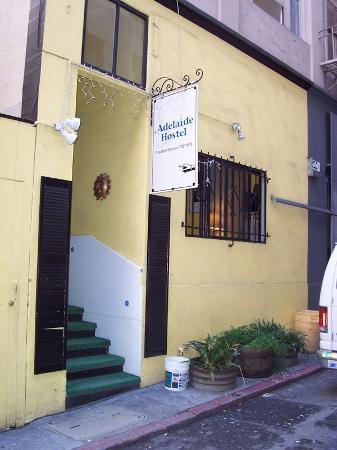 Adelaide Hostel: Alley View of Hostel Front Door
