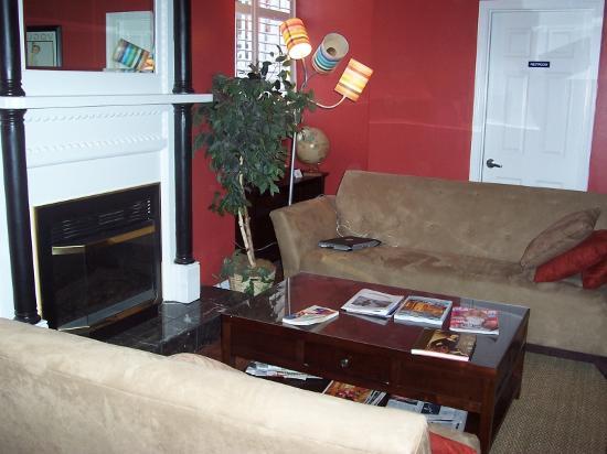Adelaide Hostel: Communal Sitting Area