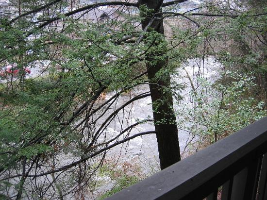 Riverhouse Motels : View of the river from our balcony