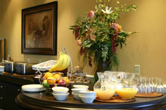 Le St-Martin Hotel and Suites: free Breakfast