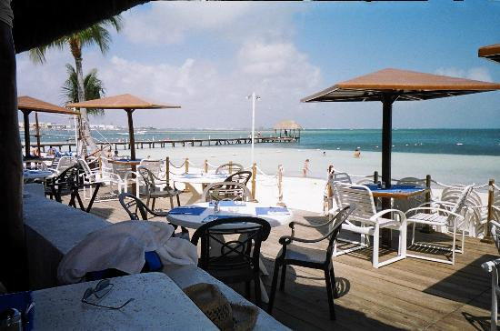 The Royal Cancun All Suites Resort: beach restaurant