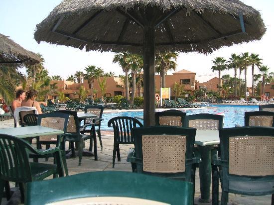 Oasis Royal: The bar at the main pool