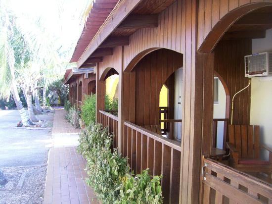 Coconut Inn: Room entrances on ground floor