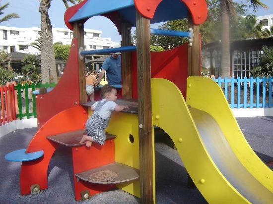H10 Suites Lanzarote Gardens: play area
