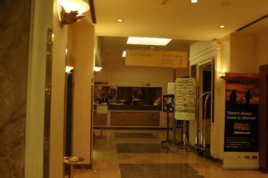 Crowne Plaza Paris Republique: Hotel reception
