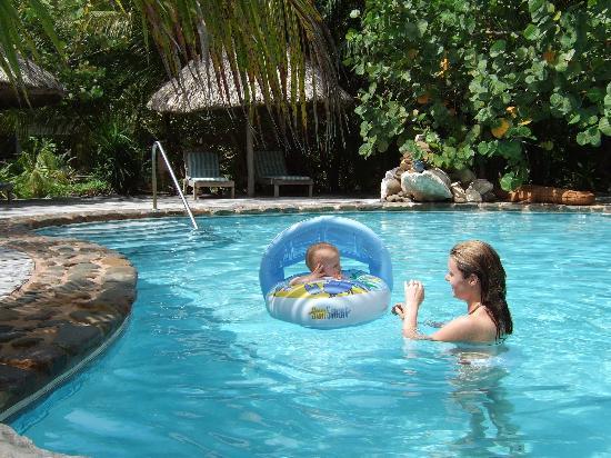 Xanadu Island Resort: In the pool