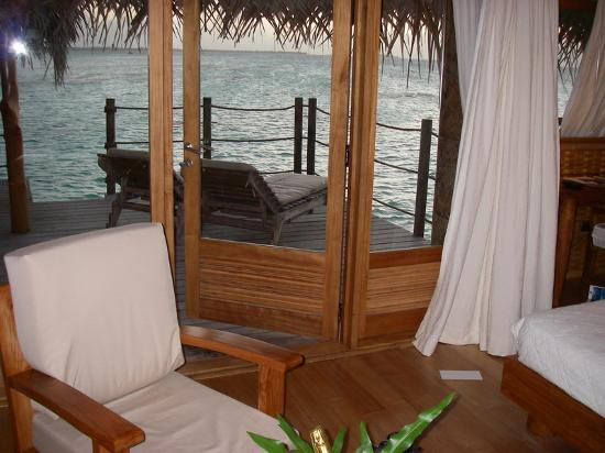 Tikehau Pearl Beach Resort: bungalow suite pilotis