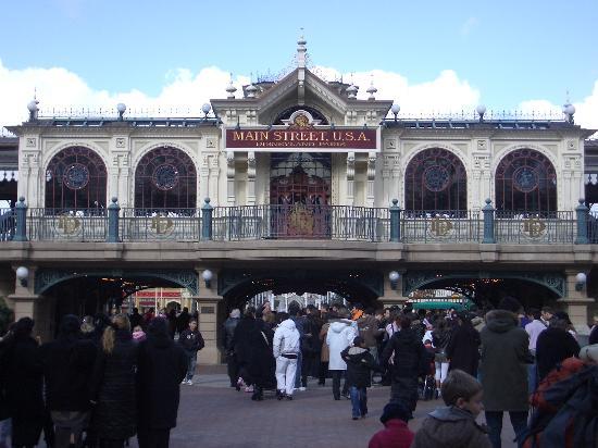 Disneyland Hotel: Gateway to the Magic!