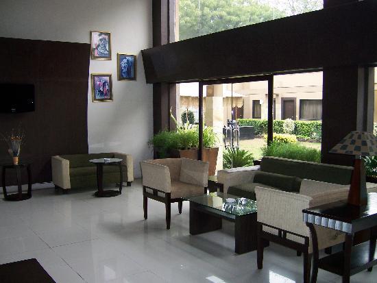 Jukaso IT Suites Gurgaon : Main lobby