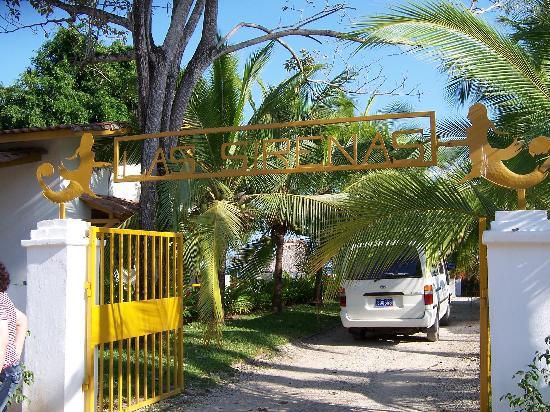 Las Sirenas de Santa Clara - Beach Front Cabins: Las Sirenas main entrance